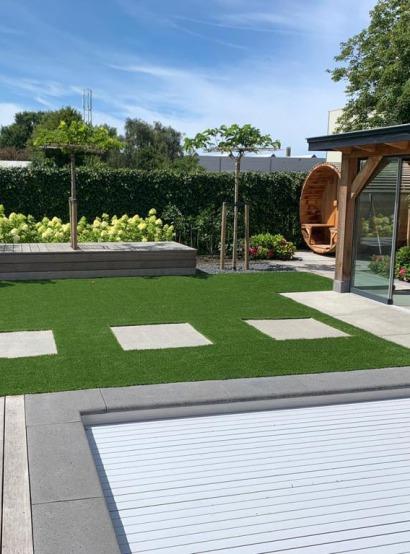 Bekijk het project Strakke tuin met zwembad